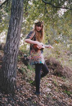 learn to play a ukulele - sets your heart freeeeeeeeee! Hippie Chick, Hippie Style, Bohemian Style, My Style, Boho Gypsy, Boho Chic, Ukulele, Guitar, Mori Girl