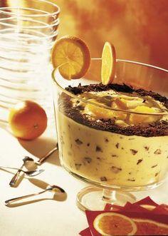 Narancskrém csokoládédarabokkal Desserts In A Glass, Köstliche Desserts, Dessert Recipes, Beautiful Pie Crusts, Orange Creme, Foundant, Waffle Cake, Jus D'orange, Hungarian Recipes