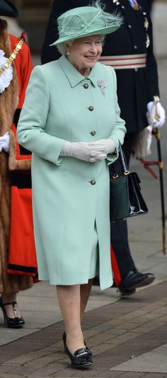 Glad to See Queen Elizabeth has gone green! 60 years as Queen is an awesome achieivement Royal Queen, Queen Mary, Queen B, Queen Elizabeth Ii, Prince Charles And Diana, Prince Philip, The Queens Children, Elisabeth Ii, Set Apart