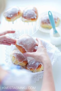 Polish Blueberry Buns ~ Jagodzianki From: Kwestia Smaku, please visit Polish Desserts, Polish Recipes, Just Desserts, Delicious Desserts, Polish Food, Homemade Buttermilk Biscuits, Breakfast Recipes, Dessert Recipes, Savory Muffins
