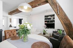 Apartment in Paris, France. This 36 square meters 1 bedroom apartment is located on rue Charlot in the 3rd arrondissement of Paris in the Marais district. It lies on the 3rd French floor without elevator. It`s a typical apartment in the Marais.  Apartment of 2 rooms, can acc...
