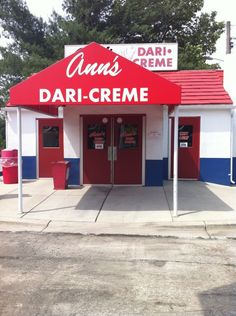 365 Days of Family Fun Day 9- Ice Cream Parlor - Grab a yummy treat on a hot or not so hot day while spending quality time with your family. Ann's Dari-Creme Ice Cream Parlor Glen Burnie Maryland #familyfun