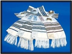 NEW Jewish Chain Tallit Prayer Shawl Talit in Black,blue,bourdeaux 23 * 72 by Chain. $85.00. A tallit (taleth or talet in Sephardic Hebrew and Ladino) (tallis in Ashkenazic Hebrew and Yiddish) is a Jewish prayer shawl worn in the synagogue on Shabbat and holidays, and while reciting morning prayers (Shacharit), as well as afternoon (Mincha) and evening prayers (Ma'ariv) by many Sephardi Jews. [dubious - discuss] The tallit has special twined and knotted fringes ...
