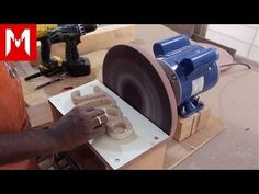 12 inch Disc Sander // How I made it Make A Table, Table Saw, Carpentry Tools, Woodworking Tips, Wood Tools, Diy Tools, Cierra Circular, Washing Machine Motor, Drill Press