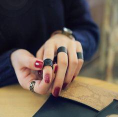 #matterings #balcrings #grungerings #punkrings #aestheticrings #aestheticjewelry 'egirlrings #egirljeswelry Zierlicher Ring, Ring Set, Rings Cool, Unique Rings, Simple Rings, Black Rings, White Gold Rings, Engagement Ring Buying Guide, Engagement Rings
