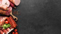 Selección de vista superior de salami y ... | Free Photo #Freepik #freephoto #comida #cocina #tabla #espacio Grilled Sausage, Grilled Meat, Pork Meat, Beef, Vegetable Slice, Kebab Skewers, Fresh Meat, Organic Vegetables, Desert Recipes