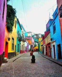 Guanajuato, C�est l�une des villes les plus riche en couleurs du Mexique. Elle est r�put�e pour ses poteries et est class�e � l�Unesco depuis 1988.