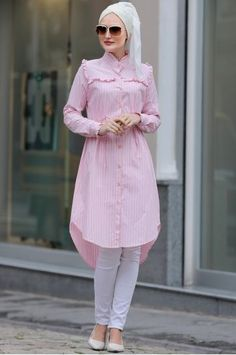 Stunning Button Front Tunic Outfit Ideas for Hijabies – Girls Hijab Style & Hijab Fashion Ideas Islamic Fashion, Muslim Fashion, Modest Fashion, Hijab Fashion, Fashion Outfits, Fashion Ideas, Stylish Dresses For Girls, Modest Dresses, Modest Outfits