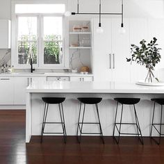 We are in love with how #MeirBlack looks in this beautiful kitchen space by @littlelibertyrooms featuring an island bench top and asymmetric pendant lighting . #Meir #MeirAustralia