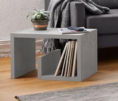 Beistelltisch - Ob horizontal oder vertikal aufgestellt – dieser Beistelltisch mit Beton-Dekor ist immer ein stilvoller Blickfang. Er kann auch als kleiner Couchtisch neben dem Sofa platziert werden. Korpus melaminharzbeschichtet, B x H x T ca. 36 x 62 x 36 cm Plattenstärke ca. 32 mm -- 49,95€