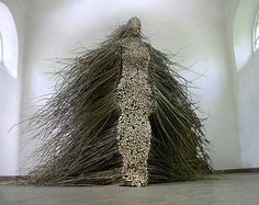 Cleveland-based artist Olga Ziemska that was installed in 2003 at the Centre of Polish Sculpture in Oronsko, Poland. The piece is made entirely from cut willow branches that have been cut and stacked to create a human figure. Land Art, Art Du Temps, Instalation Art, Art Du Monde, Willow Branches, Willow Wood, Tree Branches, Wow Art, Art Design