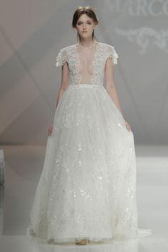 marco & maría lace wedding dress at #barcelonabridalweek http://weddingwonderland.it/2016/05/barcelona-bridal-week-marco-maria-collezione-sposa-2017.html