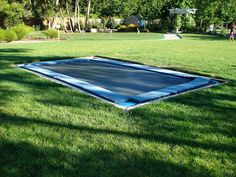 One Day Backyard Project Ideas That Spruce Up Your Outdoor Space 07 Large Backyard Landscaping, Big Backyard, Backyard Farming, Landscaping Ideas, Trampolines, Backyard Trampoline, Trampoline Ideas, Outdoor Spaces, Courtyards