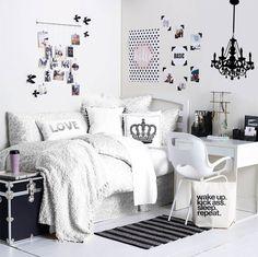 Scandinavian dorm room