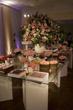 Flores na mesa de doces