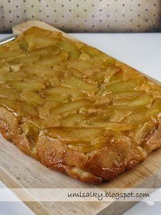 Už dříve jsem obrácený jablečný koláč zkoušela péct s listovým těstem. Jakmile jsem ale narazila na recept v kuchařce Deník Dity P. , už... Desert Recipes, Food Hacks, Apple Pie, Ham, Cheesecake, Deserts, Food Porn, Toast, Food And Drink