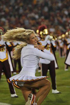 College Cheerleading, Cheerleading Pictures, Cheerleading Outfits, Cheer Pictures, Cheerleader Girls, Dallas Cheerleaders, Hottest Nfl Cheerleaders, Professional Cheerleaders, Cheerleading Poses