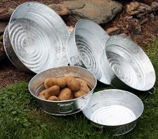 Galvanized Round Wash Pans come in 4 different sizes. Use your wash pan to gather your harvest from the garden, as a decor piece in your home, as a centerpiece at parties and events. A wash pan can also be used for organizing and storage in the home and/or office. Or use it as a wash pan.