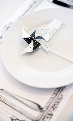 """Totally doing this! """"PInwhirls"""" personalized pinwheels - """"Real Weddings"""" page (lots of photos! Wedding Reception, Our Wedding, Dream Wedding, Wedding Stuff, Pinwheel Wedding, Seating Cards, Deco Table, Home And Deco, Decoration Table"""