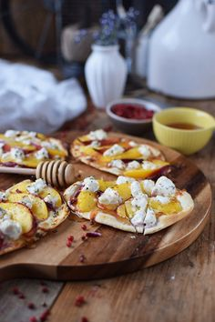 Flammkuchen mit Nektarinen Honig und Ziegenfrischkaese - Last Minute Tarte Flambée with Nectarines Goats Cheese and honey | Das Knusperstübchen