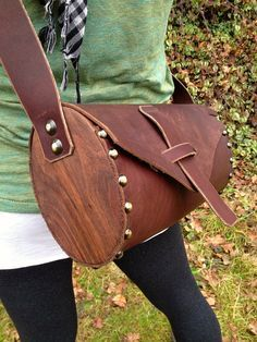 Leather and wood shoulder bag with Black Walnut by Wallingandsons Leather Work Bag, Leather Pouch, Leather Purses, Leather Handbags, Leather Bags Handmade, Leather Craft, Wooden Bag, Bike Bag, Leather Pattern