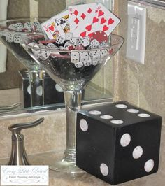 Ideas for making your own tabletop decorations for a. make your own tabletop decorations for a casino. print out images of different casino table. Fète Casino, 007 Casino Royale, Casino Table, Casino Cakes, Casino Themed Centerpieces, Casino Party Decorations, Casino Theme Parties, Party Themes, Party Ideas