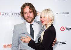 Pin for Later: Alle Stars, die sich 2014 getraut haben Sia und Erik Anders Lang Sängerin Sia ehelichte ihren Filmproduzenten in Palm Springs.