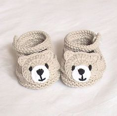 Crochet baby boots,Crochet baby shoes,Crochet booties,Crochet roses – Baby For look here Knit Baby Shoes, Crochet Baby Boots, Crochet Baby Sandals, Knit Baby Booties, Booties Crochet, Crochet For Boys, Crochet Bear, Crochet Shoes, Baby Girl Shoes