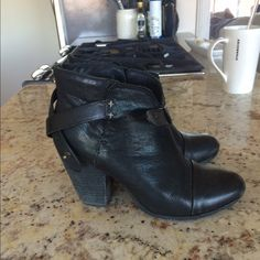 Rag & Bone Harrow Bootie Ankle Boot Lightly used Rag & Bone Harrow Bootie in black leather. Size 39. Worn 5-10 times. rag & bone Shoes Ankle Boots & Booties