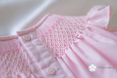 Fard à joues robe rose héritage filles   Etsy Angel Sleeve, Pretty Hands, Smocking, Blush Pink, White Shorts, Kids Outfits, Girls Dresses, Dresses With Sleeves, Etsy