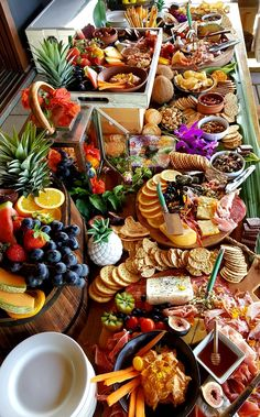 Grazing Tables - Peach and Pear Events Catering Charcuterie Recipes, Charcuterie And Cheese Board, Charcuterie Platter, Cheese Boards, Party Food Platters, Cheese Platters, Catering Platters, Party Food Buffet, Grazing Food