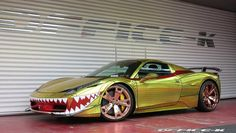Insolite : Ferrari 458 Golden Shark