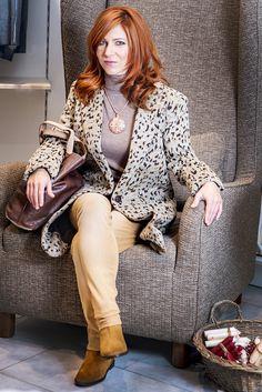 Takýto outfit môžete nosiť takmer na každú príležitosť a do každého počasia. Krátke semišové čižmičky značky BAŤA vhodne doplnili tento model.