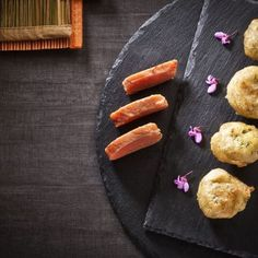 Ταραμολουκουμάδες / Roe fish doughnuts. Ιδιαίτερη και γρήγορη συνταγή, για ένα τέλειο ορεκτικό! #roefish #fishdish #fish #fishrecipes #savory #quickrecipe #easyrecipe #doughnutrecipe #greekfood #greekrecipes #greekfoodrecipes #tarama #lent #ελλάδα #συνταγές #ταραμάς #λουκουμάδες #loukoumades Grill Pan, Side Dishes, Grilling, Recipes, Turkish Delight, Griddle Pan, Crickets, Recipies, Ripped Recipes