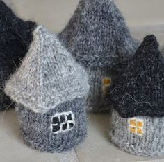 Knitting For Kids, Knitting Projects, Crochet Projects, Christmas Knitting Patterns, Knitting Patterns Free, Crochet Home, Crochet Yarn, Plastic Canvas Coasters, Herringbone Stitch