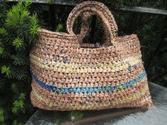 OOAK Plarn Croheted Tan e blu a strisce della borsa