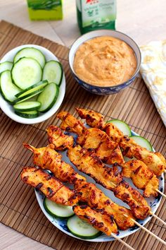 Easy authentic Thai grilled chicken skewers, served with a side of Thai sweet peanut sauce. Easy Delicious Recipes, Tasty, Healthy Recipes, Mediterranean Grilled Chicken Recipe, Pollo Satay, Frango Chicken, Thai Chicken, Peanut Chicken, Chicken Skewers