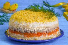 Наверняка этот простой слоеный салат многие хозяюшки готовят на 8 Марта, так ведь? Легкий в приготовлении, доступный по продуктам, нежный и такой вкусный салат Мимоза давно и прочно завоевал всеобщую любовь.