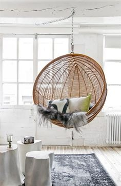 Hanging chair | Hopefully your ceiling won't crack