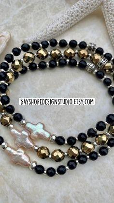 Handmade Bracelets, Handmade Jewelry, Beaded Bracelets, Bracelet Crafts, Stretch Bracelets, Bracelets For Men, Handmade Items, Rubber Band Bracelet, Pearl Bracelet