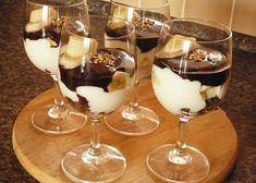 Opilé banány v horké čokoládě recept - TopRecepty.cz Chocolate Deserts, Mousse, Pavlova, Trifle, Sweet And Salty, Mini Cakes, Sweet Recipes, Baked Goods, Catering