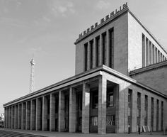 The Ehrenhalle on the fairgrounds in Berlin designed by Richard Ermisch and built between 1936-1937 in the typical pared down neo-classicism of that time. Photo by Hans Knips.