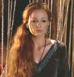 Guinevere - The Mists Of Avalon (2001) played by Samantha Mathis. Costume design: James Acheson and Carlo Poggioli