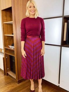 Holly Willoughby's sparkly Zara pleated skirt makes This Morning fans want to party - Christmas Deesserts Zara Pleated Skirt, Pleated Fabric, Dress Skirt, Corset Dresses, Long Pleated Skirts, Prom Dresses, Teen Skirts, Latest Outfits, Trendy Outfits