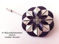 DIY Nespresso: How to make a dahlia brooch. Hello everybody, This video shows you how to use origami to make a beautiful dahlia brooch with Nespresso capsules. We hope you like the video. Materials: 3 Nespresso capules, we used the purple one (Arpeggio) A Bijou Capsule Nespresso, Diy Nespresso, Coffee Branding, Coffee Pods, Coffee Beans, Dahlia, Flower Making, Diy Flowers, Diy Jewelry