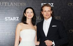 On a scale of one to a giant bonfire of whiskey-soaked kilts, Sam Heughan and Caitriona Balfe looked totally off-the-charts hot at the red carpet premiere Outlander Premiere, Outlander Season 3, Serie Outlander, Outlander Casting, Sam Heugan, Sam And Cait, Celebrity Gossip, Celebrity News, Sam Heughan News