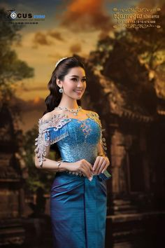Cambodian Wedding, Khmer Wedding, Royal Dresses, Blue Dresses, India Beauty, Asian Beauty, Wedding Costumes, Asia Girl, Stunningly Beautiful