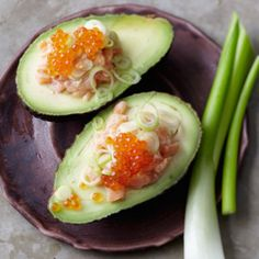 Lachstatar mit Avocado Japan Sushi, Veggie Recipes, Cooking Recipes, Veggie Food, Cold Dishes, Avocado Egg, Catering, Seafood, Low Carb