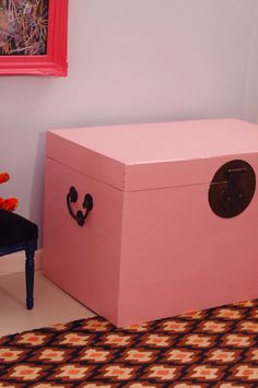 love this antique pink trunk from little green notebook.  lately i want some pink in my life.