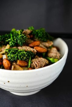 Sub tamari for soy sauce for gulten free. Beef, Broccolini & Almond Stir-Fry by amazingalmonds: A tasty, nutrient-dense meal made in a flash. Asian Recipes, Beef Recipes, Cooking Recipes, Asian Foods, I Love Food, Good Food, Yummy Food, Healthy Dishes, Healthy Recipes